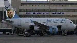 من تهكمات العراقيين، الصورة التي يبدو فيها الوزير العامري عند ذيل الطائرة